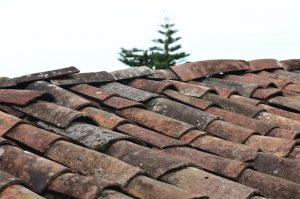 An old roof, symbolizing roof issues, one of the common Florida home inspection findings.
